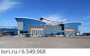 Маньчжурия. Китай. Российско-китайская граница. Ворота в поднебесную. Таможенный терминал. Посадка в туристический автобус (2014 год). Редакционное фото, фотограф Валерий Митяшов / Фотобанк Лори