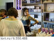 Купить «Professional tattoo paint at showcase and artists nearby», фото № 6550488, снято 3 октября 2014 г. (c) Яков Филимонов / Фотобанк Лори