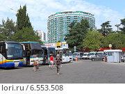 Купить «Привокзальная площадь с иногородними автобусами в городе Сочи», фото № 6553508, снято 17 августа 2013 г. (c) Григорий Писоцкий / Фотобанк Лори