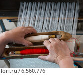 Руки ткачихи. Стоковое фото, фотограф Ирина Дайнакова / Фотобанк Лори