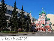 Купить «Церковь Троицы Живоначальной, что в Никитниках, Москва», эксклюзивное фото № 6562164, снято 24 апреля 2010 г. (c) lana1501 / Фотобанк Лори
