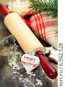 Купить «Приготовление рождественского печенья», фото № 6562528, снято 3 декабря 2013 г. (c) Наталия Кленова / Фотобанк Лори