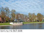 Купить «Осенний городской пейзаж, набережная озера Верхнее. Калининград», эксклюзивное фото № 6567608, снято 19 октября 2014 г. (c) Svet / Фотобанк Лори
