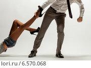 Купить «Мужчина тащит женщину за ногу», фото № 6570068, снято 22 октября 2014 г. (c) Никита Вишневецкий / Фотобанк Лори