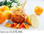 Купить «Варенье из апельсинов и лимонов в банке на столе», фото № 6578496, снято 21 октября 2014 г. (c) Надежда Мишкова / Фотобанк Лори