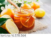 Купить «Джем с дольками лимонов и апельсинов», фото № 6578564, снято 21 октября 2014 г. (c) Надежда Мишкова / Фотобанк Лори