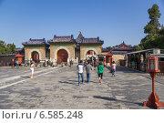 Купить «Пекин, Храм Неба, 1420 г.. Трехарочные ворота», фото № 6585248, снято 9 сентября 2014 г. (c) Rokhin Valery / Фотобанк Лори