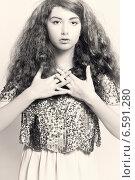 Портрет молодой девушки в гламурной одежде. Стоковое фото, фотограф Яна Застольская / Фотобанк Лори
