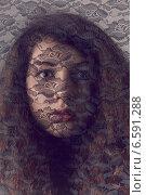 Портрет девушки за чёрной кружевной вуалью. Стоковое фото, фотограф Яна Застольская / Фотобанк Лори