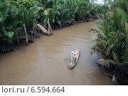 Купить «Рыбак плывет в лодке по притоку Меконга», фото № 6594664, снято 19 сентября 2019 г. (c) Владимир Григорьев / Фотобанк Лори