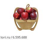 Купить «Красные яблоки в корзинке», фото № 6595688, снято 17 сентября 2014 г. (c) Рамиль Усманов / Фотобанк Лори
