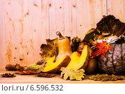 Тыквы, листья и доски. Стоковое фото, фотограф Дмитрий Бодяев / Фотобанк Лори