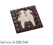 Купить «Плитка тёмного шоколада с белым рисунком», фото № 6599144, снято 6 октября 2014 г. (c) Гурьянов Андрей / Фотобанк Лори