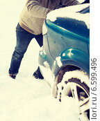Купить «closeup of man pushing car stuck in snow», фото № 6599496, снято 16 января 2014 г. (c) Syda Productions / Фотобанк Лори