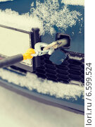 Купить «closeup of towed car with towing rope», фото № 6599524, снято 16 января 2014 г. (c) Syda Productions / Фотобанк Лори