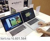 Купить «Apple Store. Вьетнам. Нячанг», фото № 6601564, снято 6 августа 2014 г. (c) Александр Подшивалов / Фотобанк Лори