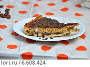 Купить «Кусок пирога на тарелке», эксклюзивное фото № 6608424, снято 7 сентября 2014 г. (c) lana1501 / Фотобанк Лори