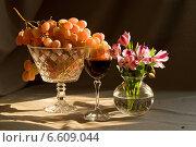 Виноград с бокалом вина. Стоковое фото, фотограф Рсавин Сергей / Фотобанк Лори
