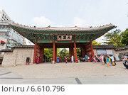 Купить «Ворота Taehanmun дворца Токсугун (XV в.) в Сеуле, Южная Корея», фото № 6610796, снято 27 сентября 2014 г. (c) Иван Марчук / Фотобанк Лори