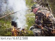 Приготовление пищи в лесу. Стоковое фото, фотограф Александр Романов / Фотобанк Лори