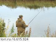 Рыбак ловит рыбу на удочку. Стоковое фото, фотограф Виктор Васин / Фотобанк Лори
