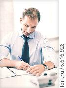 Купить «handsome businessman working in the office», фото № 6616928, снято 9 июня 2013 г. (c) Syda Productions / Фотобанк Лори