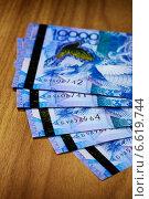 Купить «Денежные банкноты тенге, Казахстан», фото № 6619744, снято 7 августа 2013 г. (c) ElenArt / Фотобанк Лори