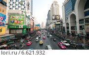 Купить «Оживленное движение на центральной улице Бангкока.Таиланд», фото № 6621932, снято 21 января 2013 г. (c) Chere / Фотобанк Лори