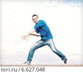 Купить «handsome boy making dance move», фото № 6627048, снято 20 июля 2013 г. (c) Syda Productions / Фотобанк Лори