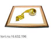 Купить «Рамка с портновским метром», фото № 6632196, снято 12 июля 2014 г. (c) Parmenov Pavel / Фотобанк Лори