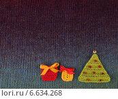 Купить «Новогодняя открытка для пожеланий на вязаном фоне», фото № 6634268, снято 8 октября 2014 г. (c) Gagara / Фотобанк Лори