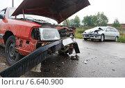 Купить «car crash collision in urban street», фото № 6640900, снято 10 сентября 2014 г. (c) Дмитрий Калиновский / Фотобанк Лори