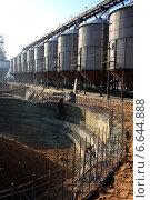 Строительство зерносклада. Стоковое фото, фотограф Андрей Силивончик / Фотобанк Лори