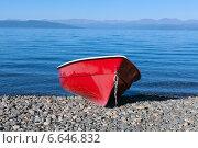 Лодка на берегу. Стоковое фото, фотограф Артем Мишуков / Фотобанк Лори
