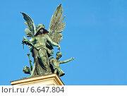 Купить «Скульптура «Гений Трагедии» на фасаде театра Оперы и балета в городе  Львов», фото № 6647804, снято 2 ноября 2014 г. (c) Несинов Олег / Фотобанк Лори
