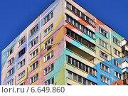 Купить «Фрагмент раскрашенного дома в городе Раменское, Московской области», эксклюзивное фото № 6649860, снято 29 октября 2014 г. (c) lana1501 / Фотобанк Лори