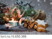 Купить «Рождественские украшения с горящей свечой и печеньем», фото № 6650388, снято 7 ноября 2014 г. (c) Аnna Ivanova / Фотобанк Лори