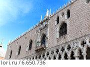 Купить «Архитектурные детали дворца Дожей. Венеция. Италия», фото № 6650736, снято 4 ноября 2013 г. (c) Евгений Ткачёв / Фотобанк Лори