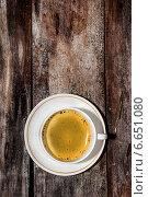 Купить «Чашка кофе на старом дощатом фоне», фото № 6651080, снято 11 ноября 2014 г. (c) Наталья Осипова / Фотобанк Лори