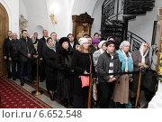 Купить «Верующие люди на патриаршем богослужении», эксклюзивное фото № 6652548, снято 5 ноября 2014 г. (c) Дмитрий Неумоин / Фотобанк Лори