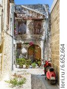 Узкая улица в городе Родос, Греция. Стоковое фото, фотограф Александр Никифоров / Фотобанк Лори