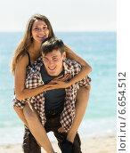 Купить «Girl and her boyfriend smiling», фото № 6654512, снято 15 мая 2014 г. (c) Яков Филимонов / Фотобанк Лори