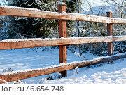 Купить «Деревянный забор зимой», фото № 6654748, снято 8 декабря 2010 г. (c) Татьяна Кахилл / Фотобанк Лори