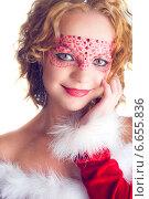 Девушка в красном новогоднем платье с гримом на лице. Стоковое фото, фотограф Трифонова Анна / Фотобанк Лори