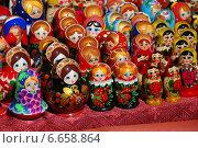 Купить «Сувенирная продукция продаются на Манежной площади в Москве», эксклюзивное фото № 6658864, снято 20 мая 2010 г. (c) lana1501 / Фотобанк Лори