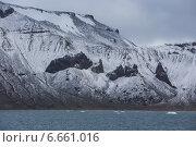 Купить «Острые скалы на побережье Земли Франца-Иосифа», фото № 6661016, снято 11 августа 2013 г. (c) Николай Гернет / Фотобанк Лори