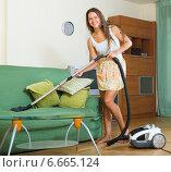 Купить «Woman vacuuming living room», фото № 6665124, снято 29 июля 2014 г. (c) Яков Филимонов / Фотобанк Лори