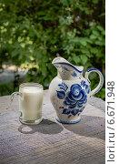 Кувшин и кружка полная молока. Стоковое фото, фотограф Владимир Вдовиченко / Фотобанк Лори