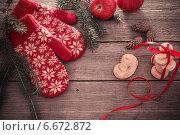 Купить «red mittens and christmas decoration on wooden background», фото № 6672872, снято 26 октября 2014 г. (c) Майя Крученкова / Фотобанк Лори