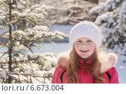 smile girl in winter forest. Стоковое фото, фотограф Майя Крученкова / Фотобанк Лори